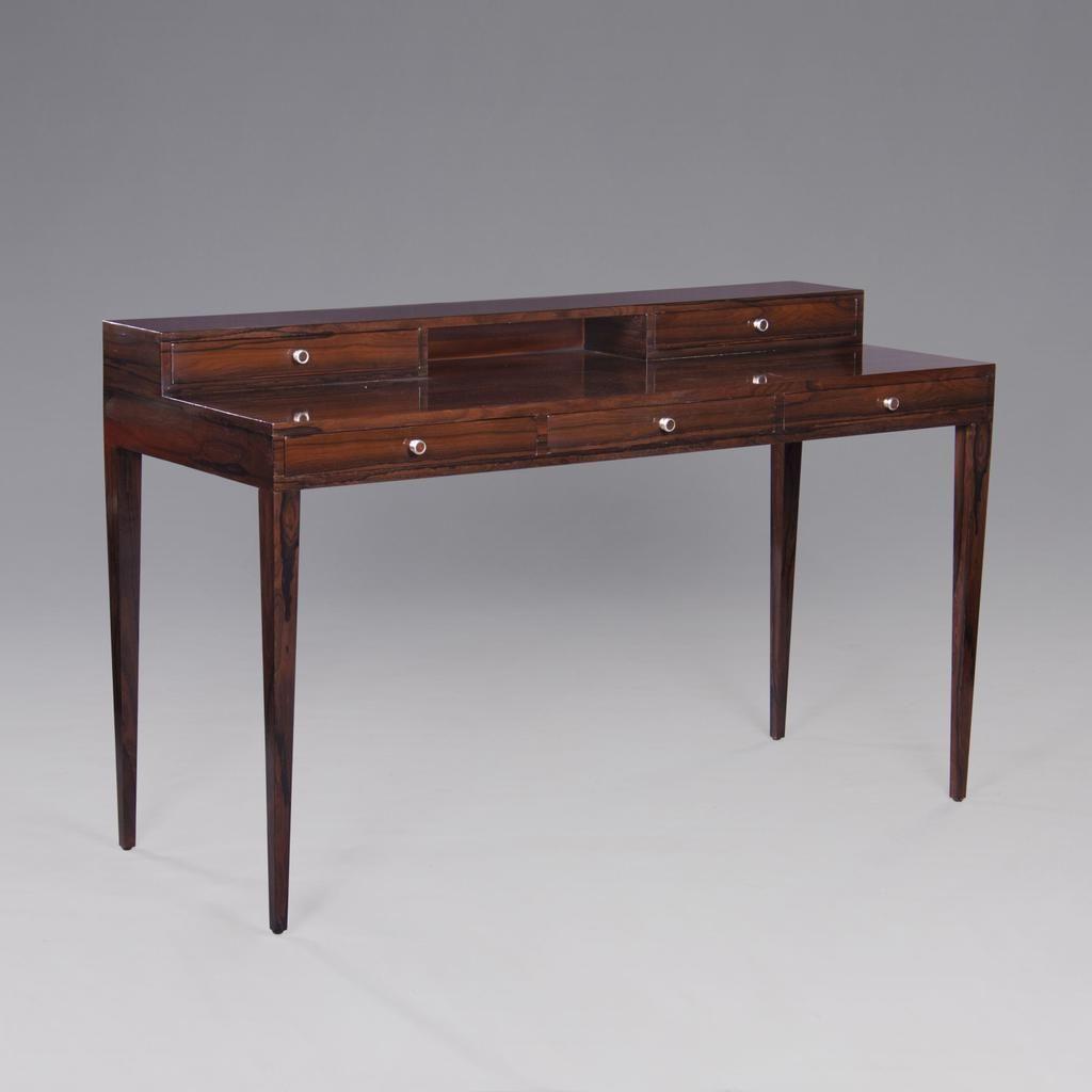 Edel für Hotels: Französischer Retro-Schreibtisch mit Ziricote-Furnier und 5 Schubladen. http://www.deSaive-deSign.de/Schreibtisch-a-la-Moda…