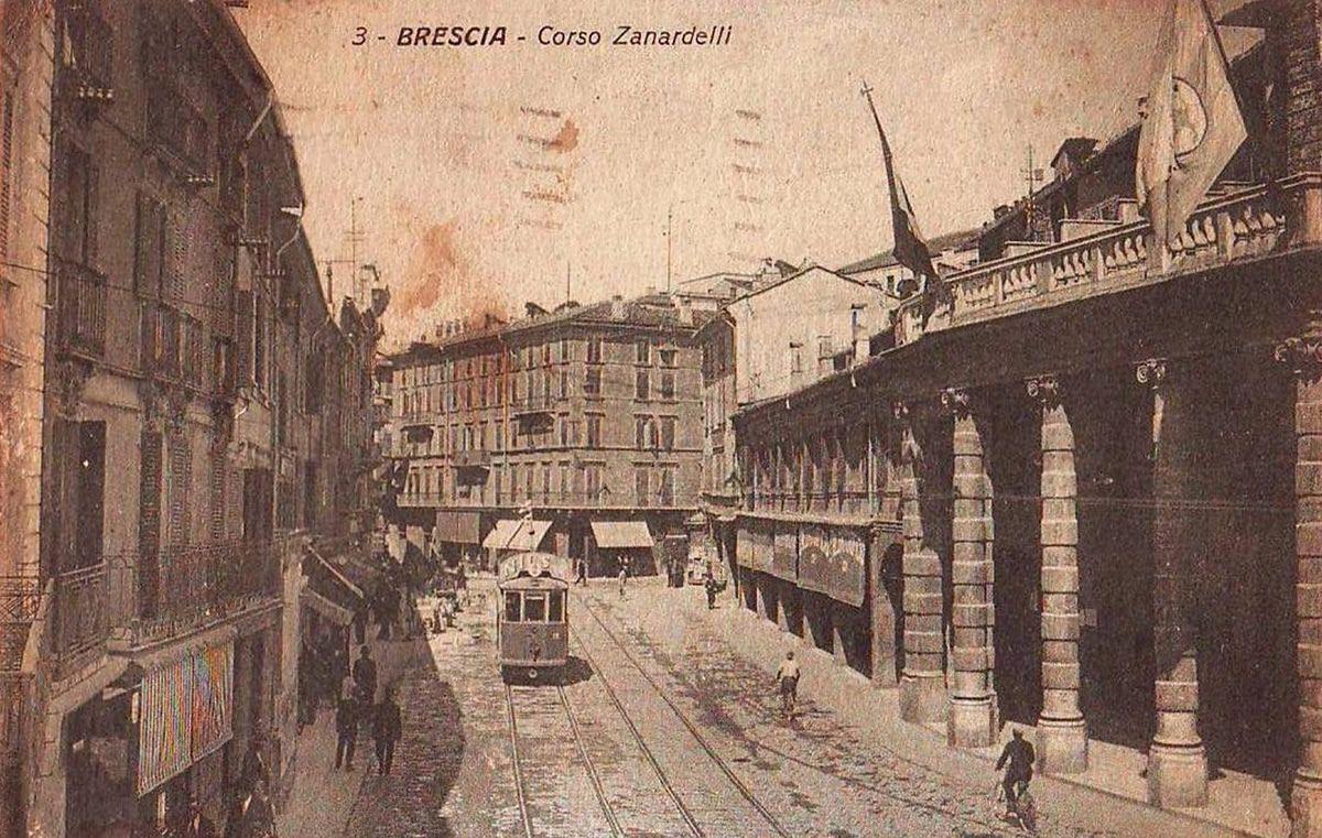 """""""Corso Zanardelli di inizio Novecento"""" http://www.bresciavintage.it/brescia-antica/cartoline/corso-zanardelli-inizio-novecento/"""