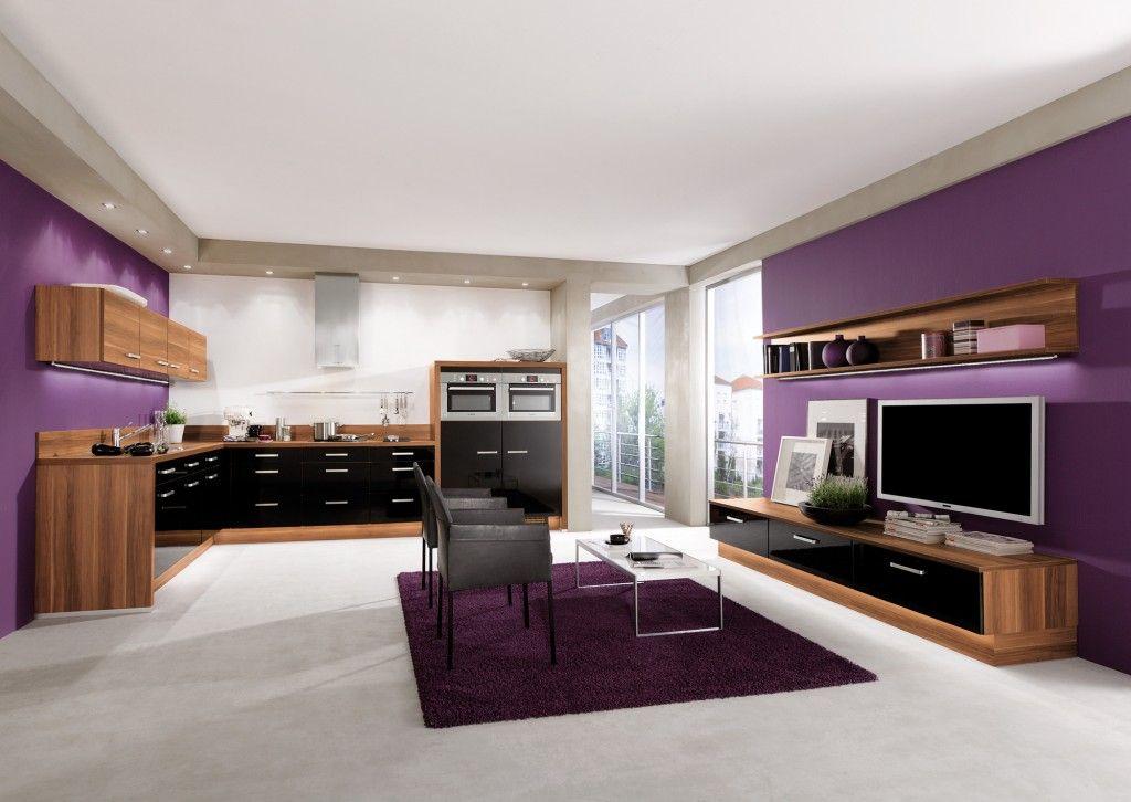 Cuisine AvivA noir \ bois avec mur violet pour un intérieur moderne - mur en bois interieur
