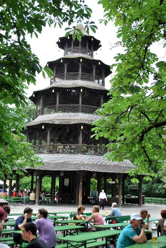 Chinese Pagoda Beer Garden in The English Garden, Munich | Bayern ...