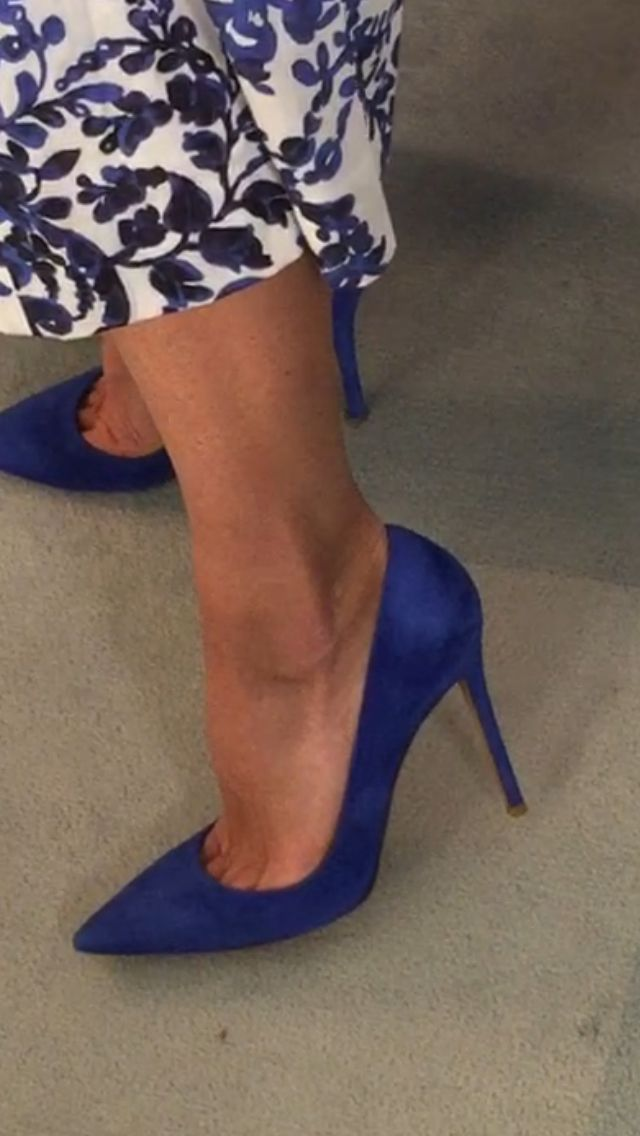 518caf3bd2d6 Kelly Ripa s Electric blue Gianvito Rossi suede heels. Kelly s Fashion  Finder.