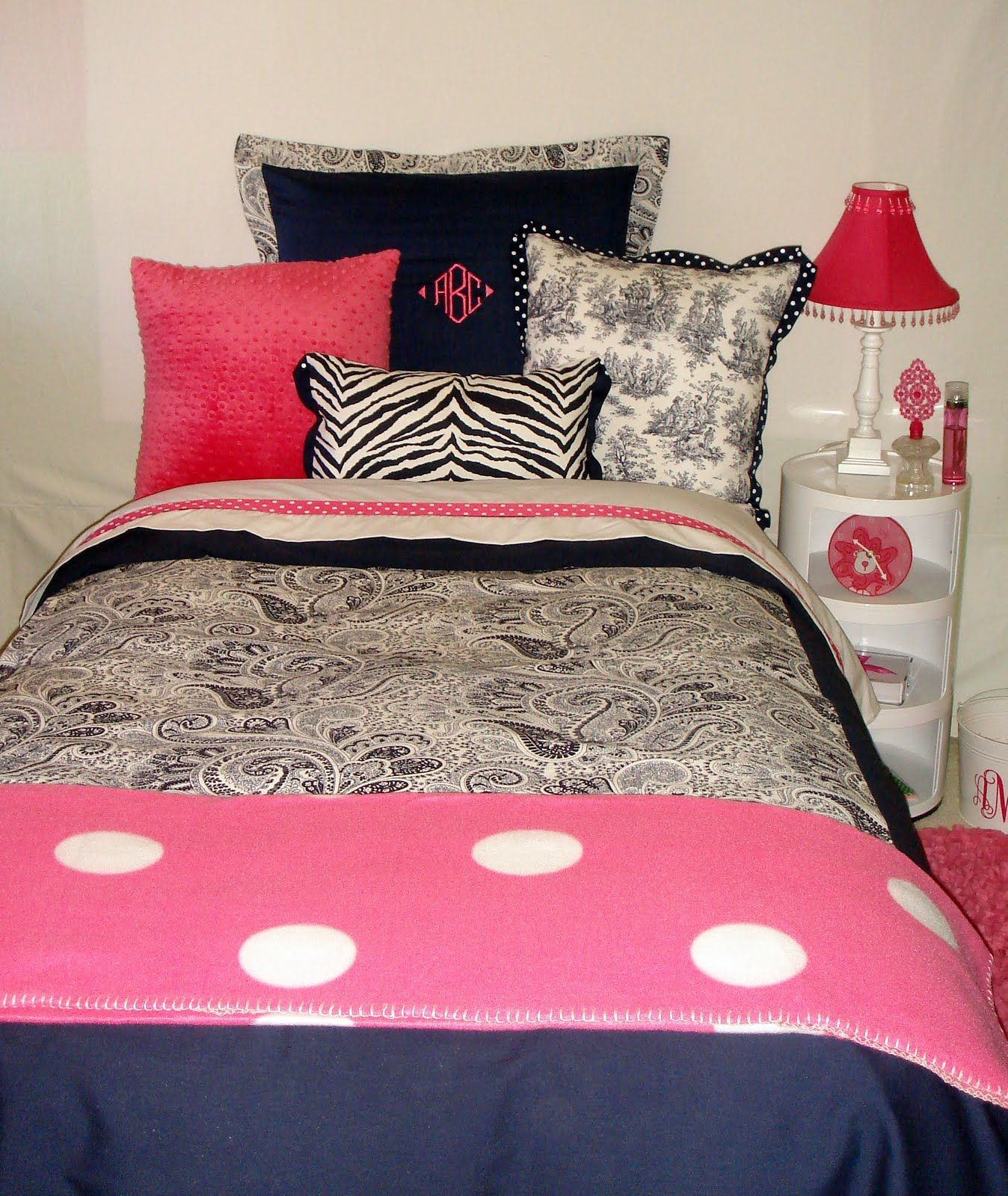 College Dorm Room Bedding For More Awesom Girls Dorm Room Ideas Check Out Homeizy Com