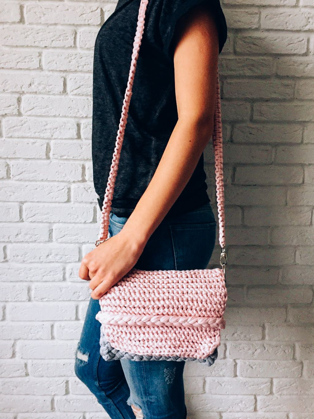 Perfect summer knitted clutch. Easy to make. Check this step by step ...