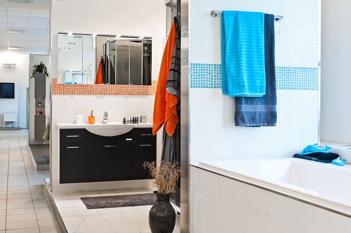 Minkälainen olisi sinun unelmien peilikaappi? Kuvan peilikaappiin mahtuu ainakin kivasti kaikki tarvittava. #bathroom #bathroomdesign #interiordesign #homespa #scandinaviandesign #bathroomideas #bathroomsink #interiordecoration #toilet #sink #finnishdesign #bathroominspiration #ceramics  #bathroomidea #tap #washbasin #fauset #sanitary #porcelain #interiorideas #shower #showerhead #toiletseat #exhibition #modern #mirror