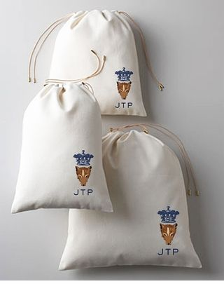 How fabulous are these monogrammed laundry/travel bags? Obsessed!