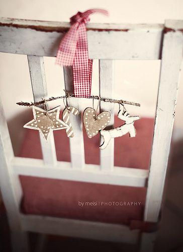 Bonitos ornamentos navideños para las sillas de los invitados!!!