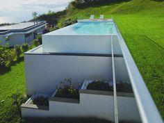 une piscine d bordement sur le lac l man terrain en pente am nagement et piscines. Black Bedroom Furniture Sets. Home Design Ideas