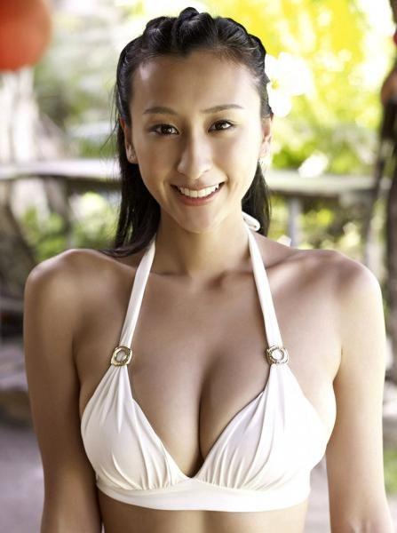 白水着姿の浅田舞さん