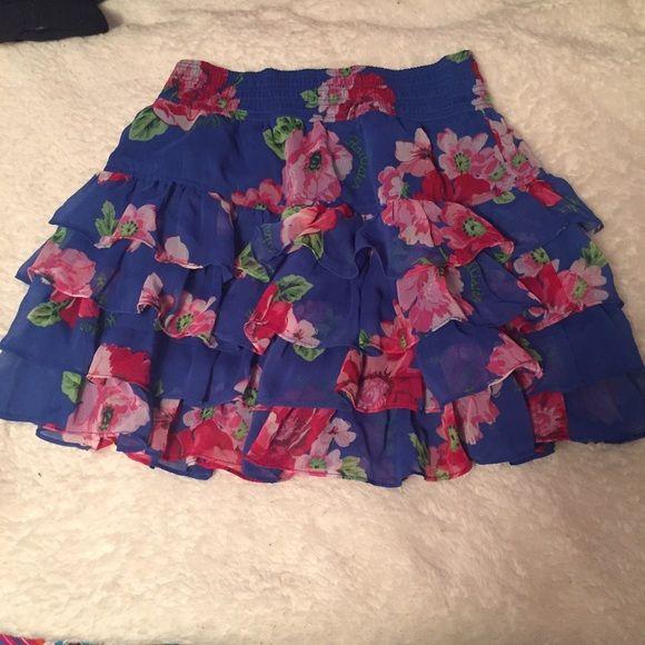 Hollister floral skirt No zip • ruffled • good condition Hollister Skirts Circle & Skater