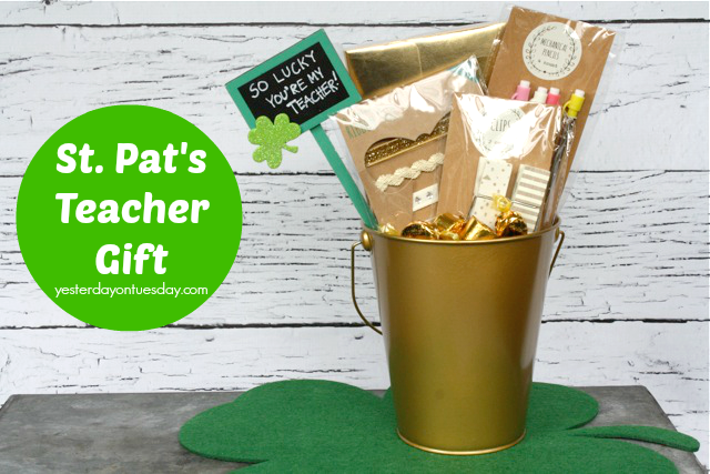 St. Patrick's Day Craft - filled with Hershey nuggets and Rolos...cute!