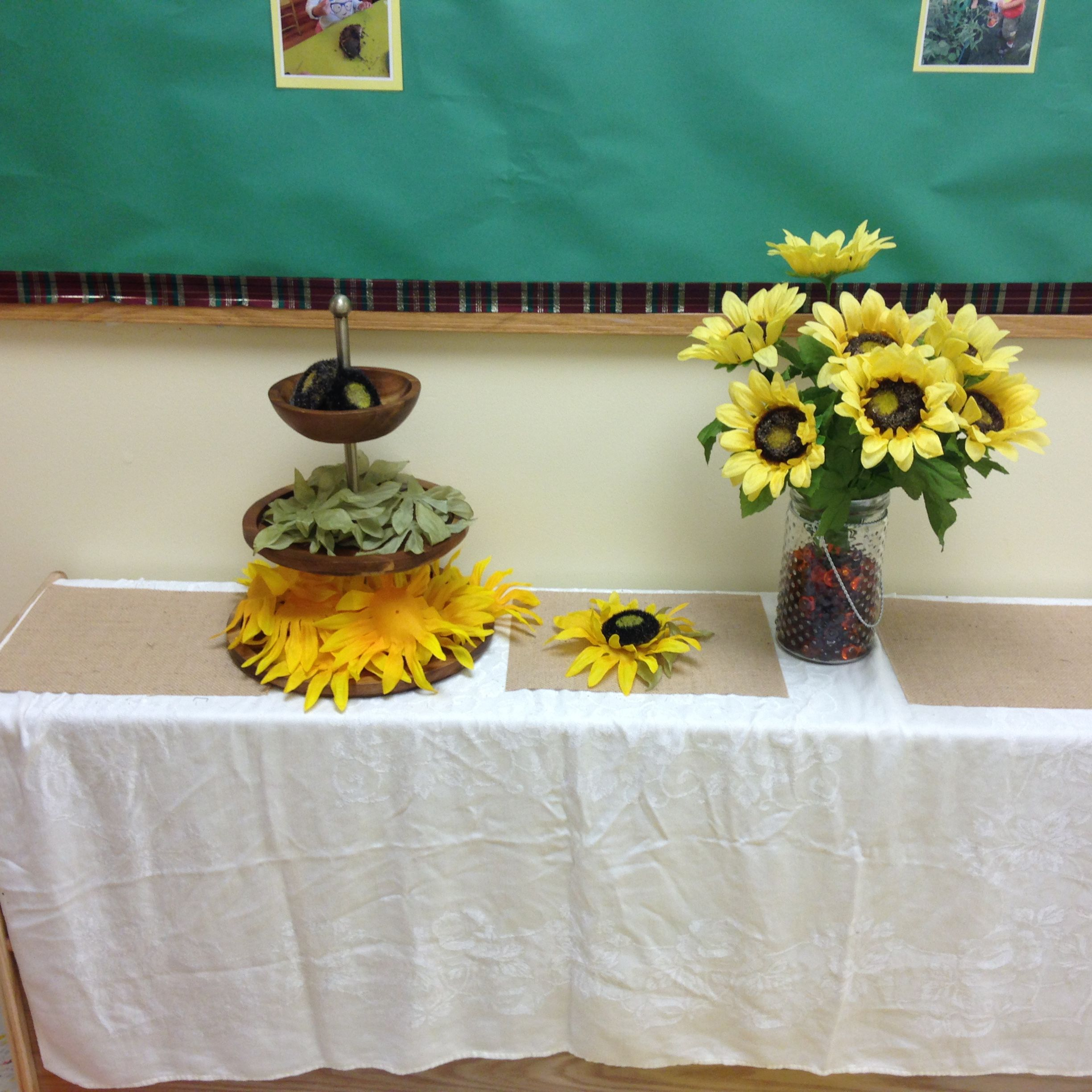 An invention to assemble a sunflower! Table decorations