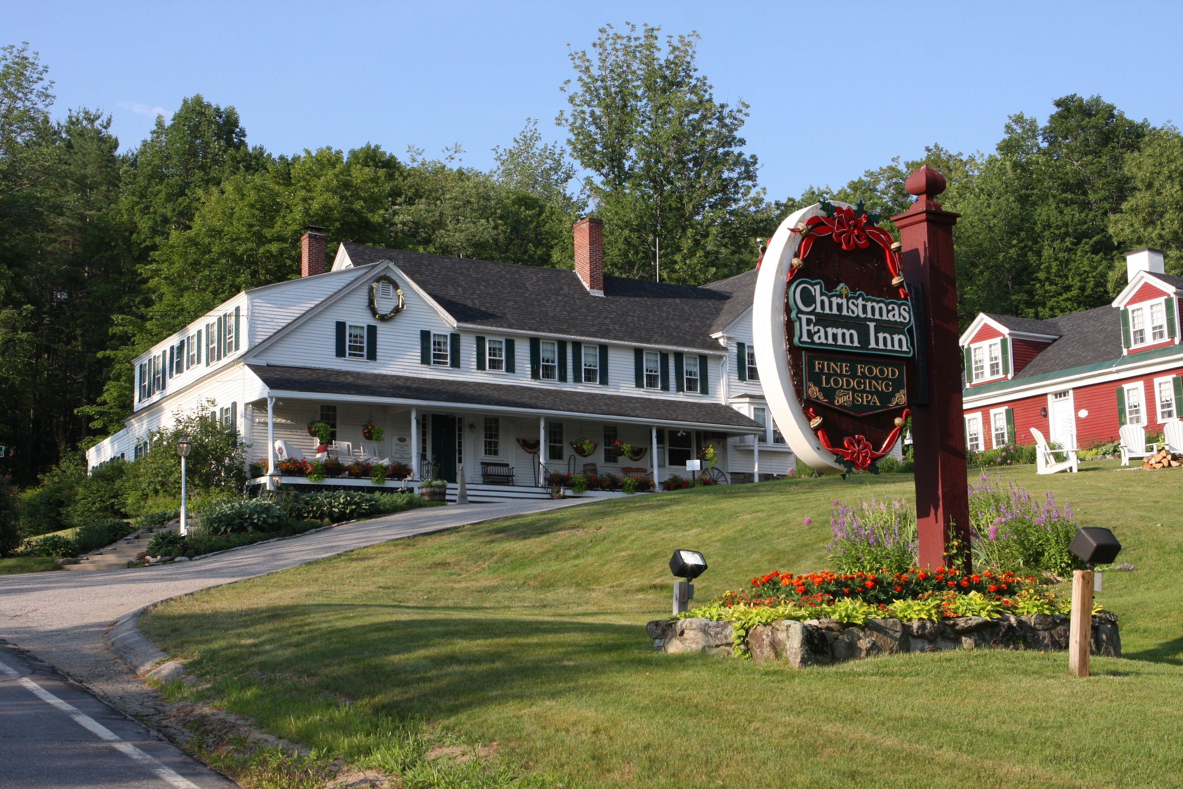 Christmas Farm Inn Jackson New Hampshire Christmas Farm Cool Places To Visit New England Farmhouse