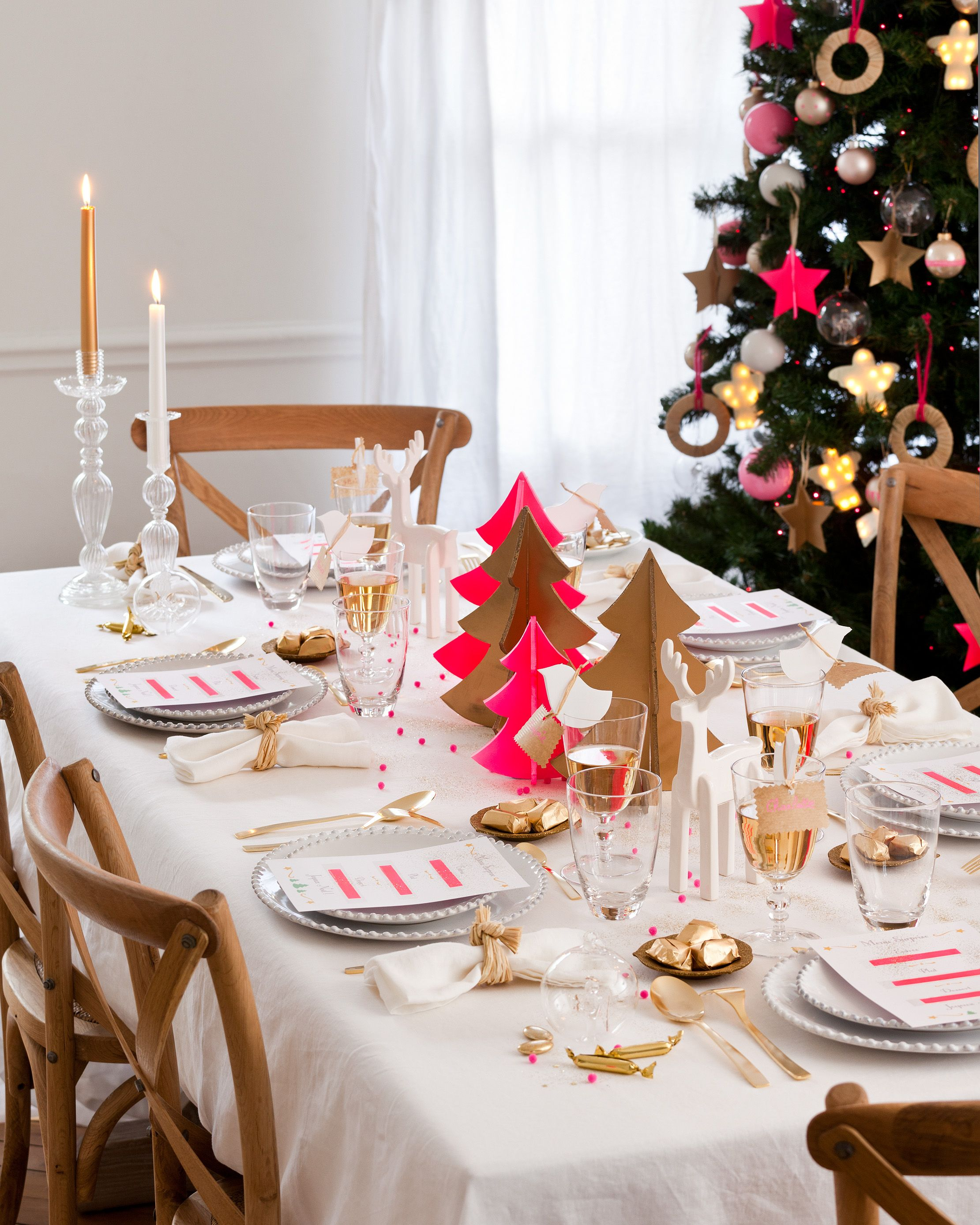 christmas table pink gold