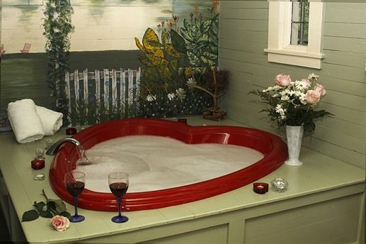 Heart Shaped Jacuzzi At Maison D Memoire Bed Breakfast Cottages Rayne Louisiana Valentines Bedroom Beautiful Decor Dream Hotels