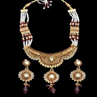 Gorgeous, Indian style jewelry.