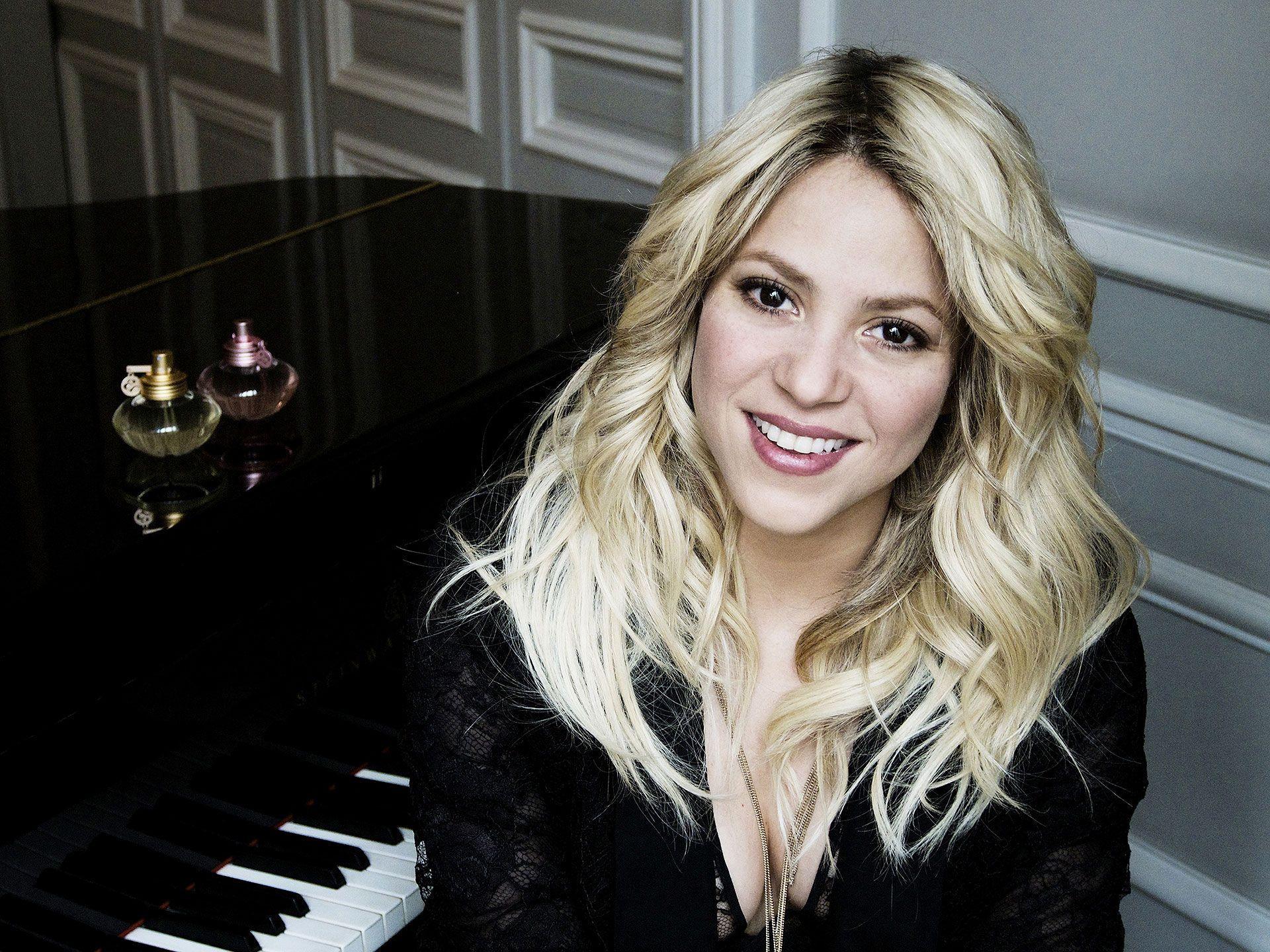 Shakira Hd Wallpapers Shakira Cantantes Perfume