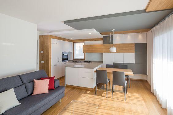 cucina e zona living. colori chiari e lumiosi. Kitchen and living ...