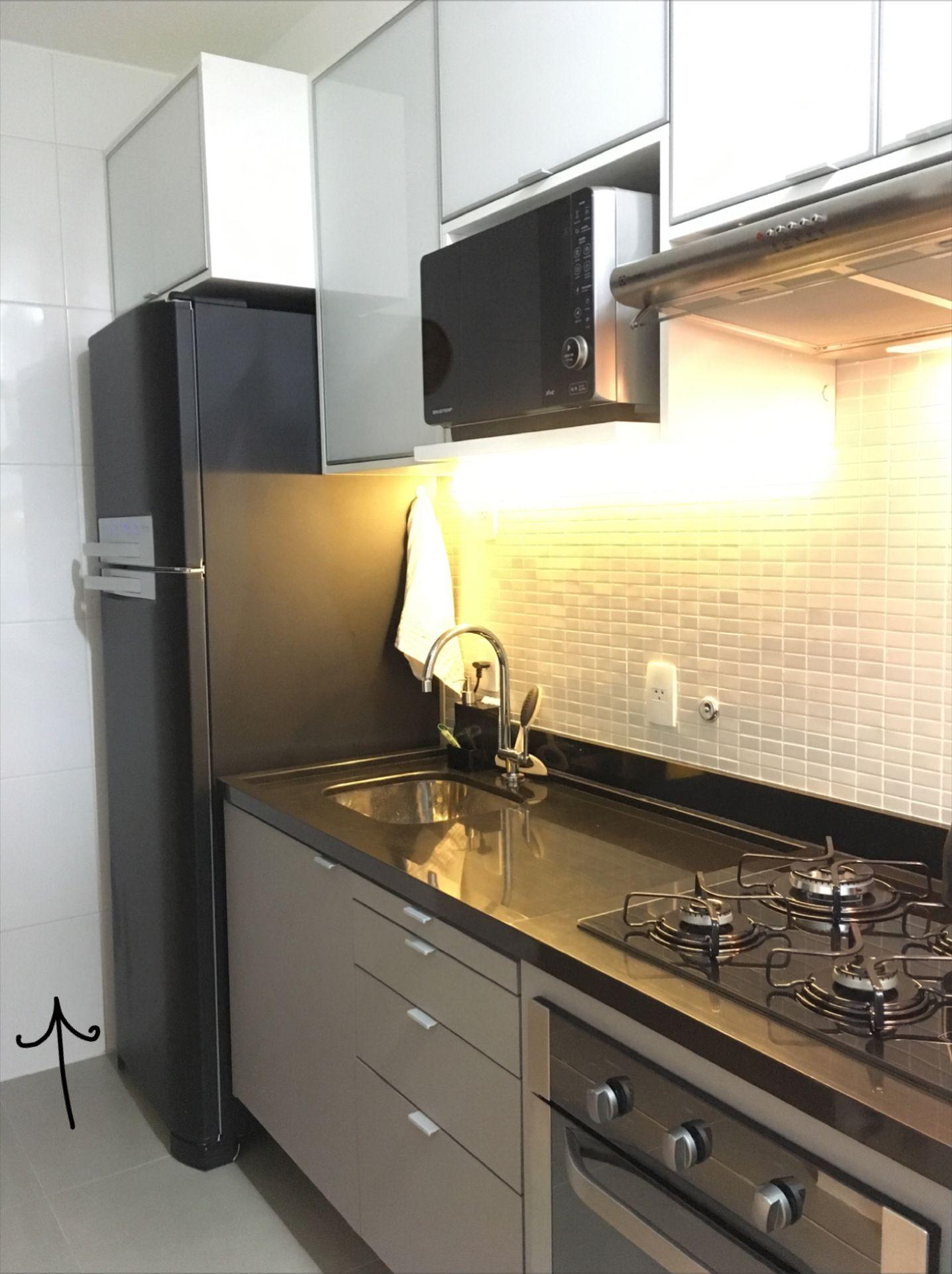 Cozinha Pequena E Integrada Com A Sala Marcenaria Cinza E Branca  ~ Cozinha Cinza Com Vermelho