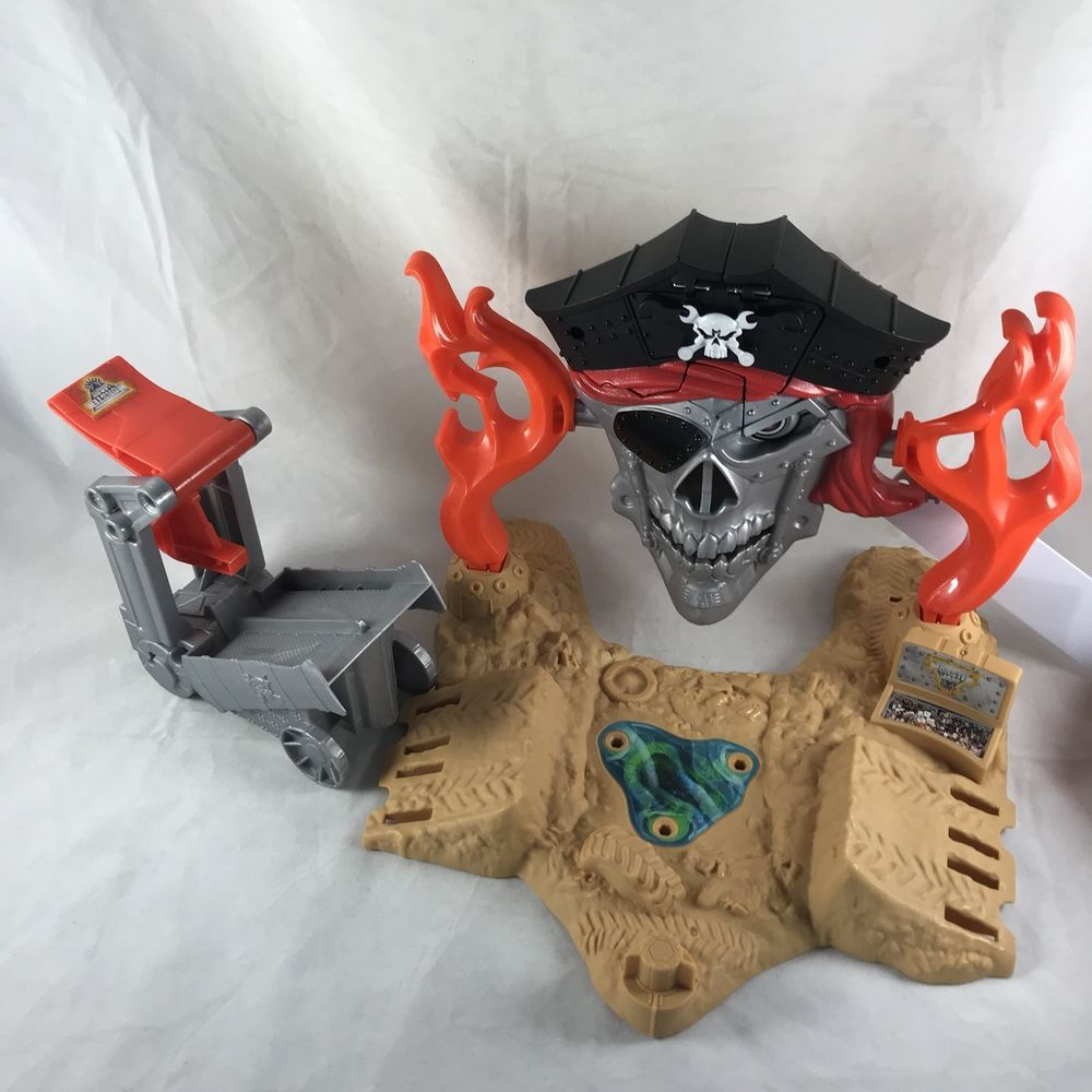 Hot Wheels Monster Jam Pirate Takedown Play Set 2015 Mattel W Truck Car Launcher Ebay Hot Wheels Monster Jam Playset Mattel