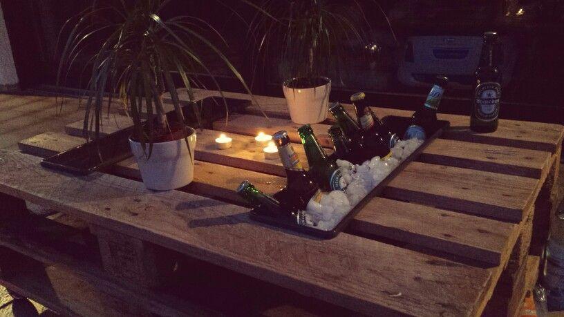 paletten tisch mit flaschenhalter auf unserer terasse diy olivia art palette paletten. Black Bedroom Furniture Sets. Home Design Ideas