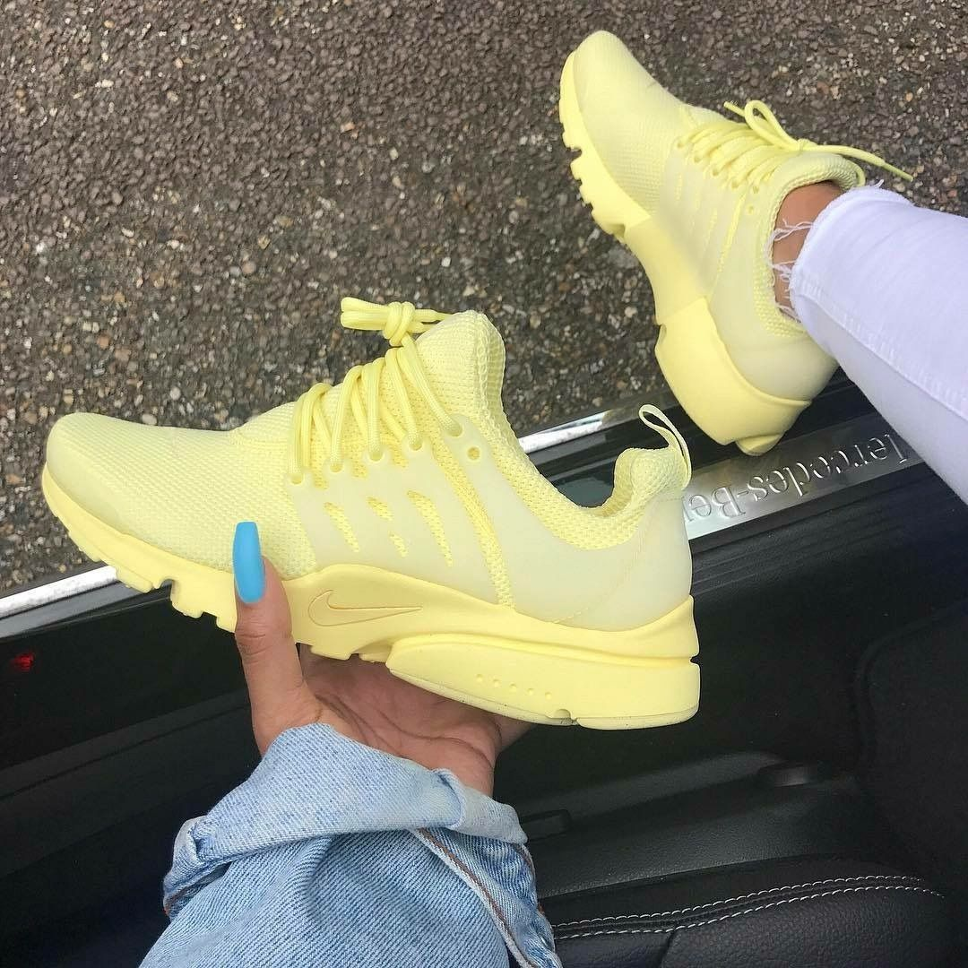 Love this color! | Sneakers fashion