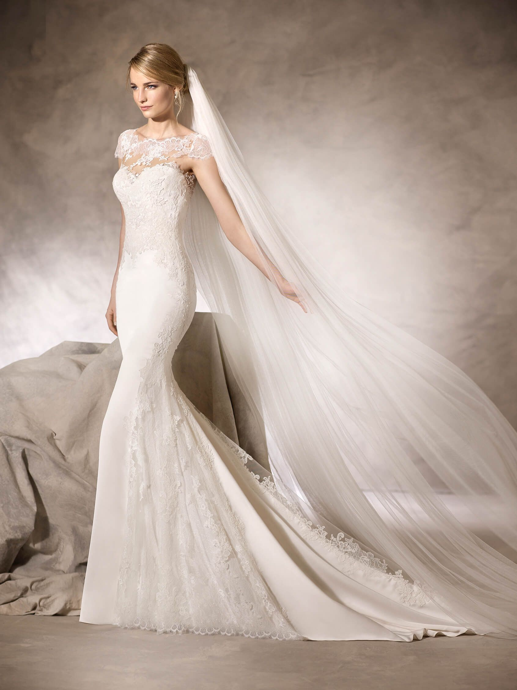 Romantic all over lace appliqued long fitted cap sleeve for La sposa wedding dresses