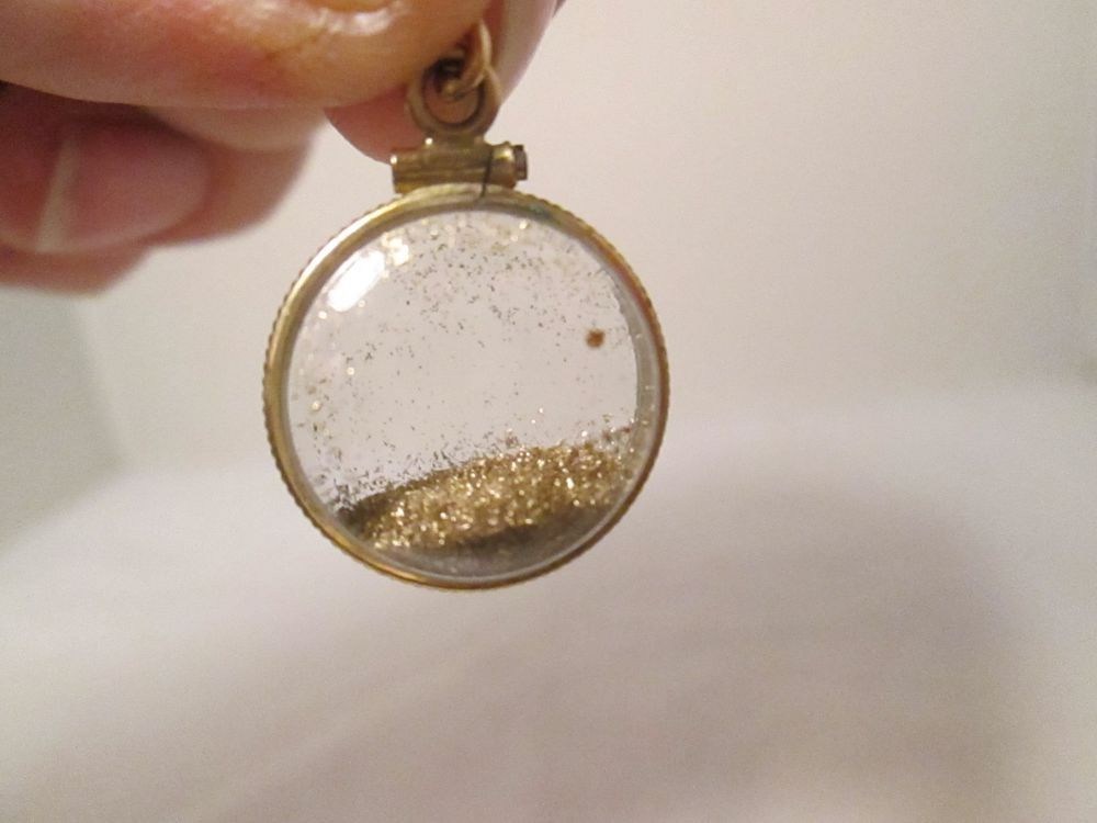 Unusual gold dust pendants necklace jewelry charms see thru specks unusual gold dust pendants necklace jewelry charms see thru specks nuggets vintg aloadofball Images