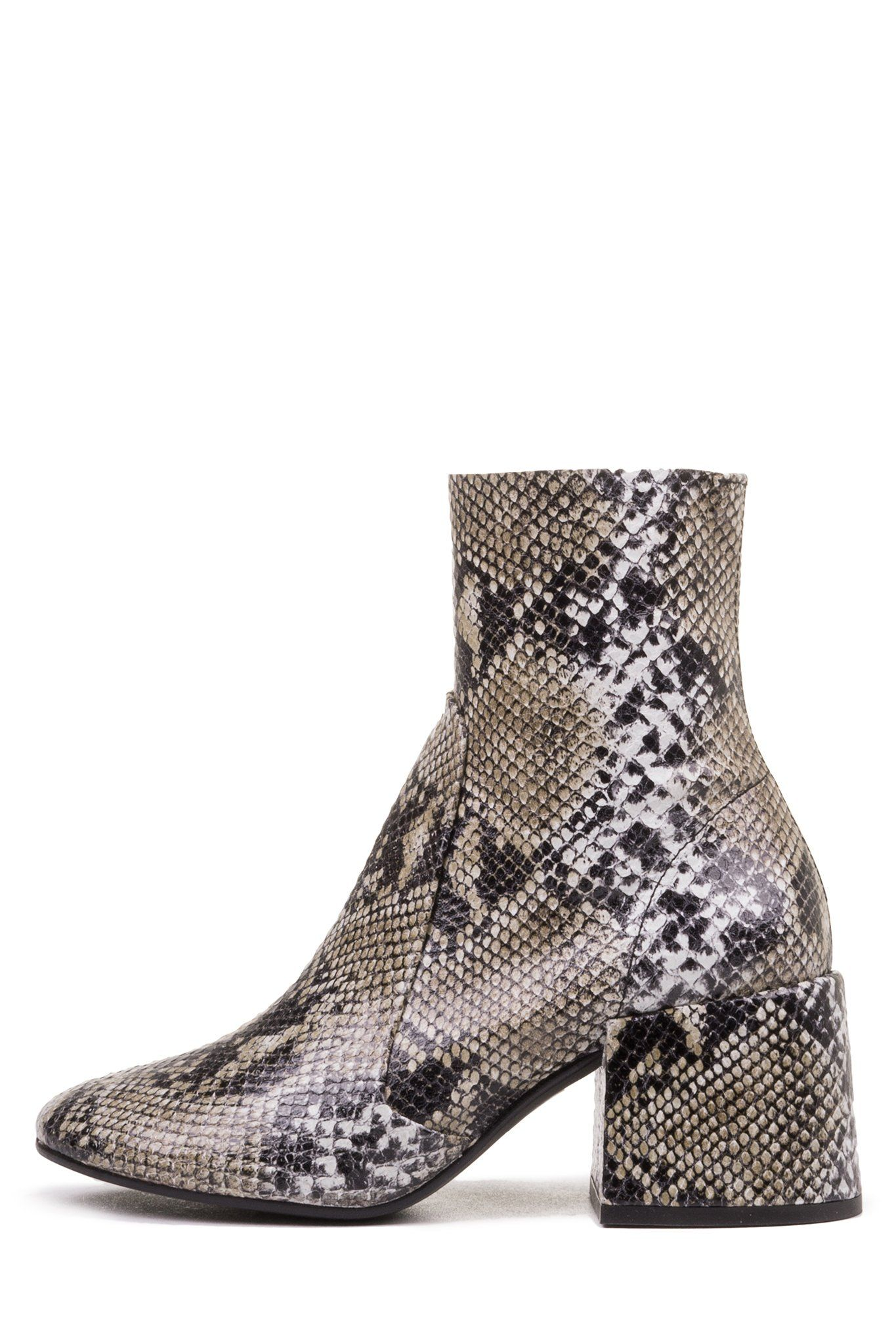 536e0e369321d Round toe block heeled boot. - Fits true to size - Measurements taken from  size 36 EU/ 6 US - 2.5