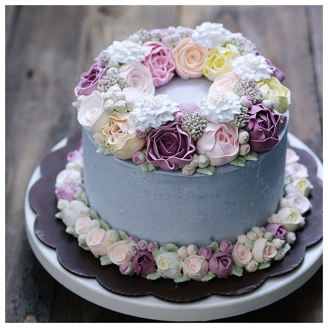 Double Flower Wreath Cake For Your Simple Yet Elegant Wedding