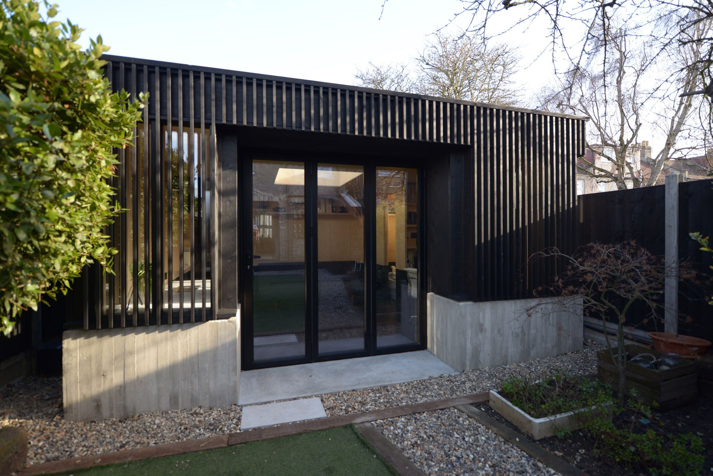 Eckford Chong Adds Blackened Timber Garden Studio To Refurbished London House Officedesign London House Garden Studio Architecture