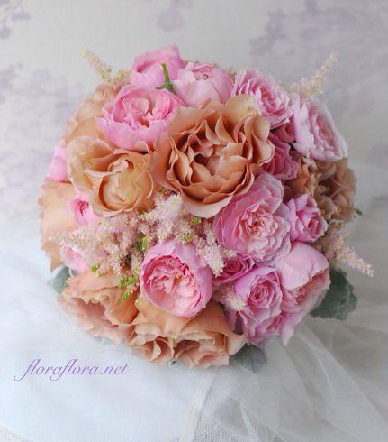 バラ ジュリアとてまりとアルンウィックキャッスルのクラッチブーケ 東京目黒不動前フラワースタジオフローラフローラ*東京*FlowerStudioFLORAFLORA*tokyo*WeddingFlower&FlowerSchool