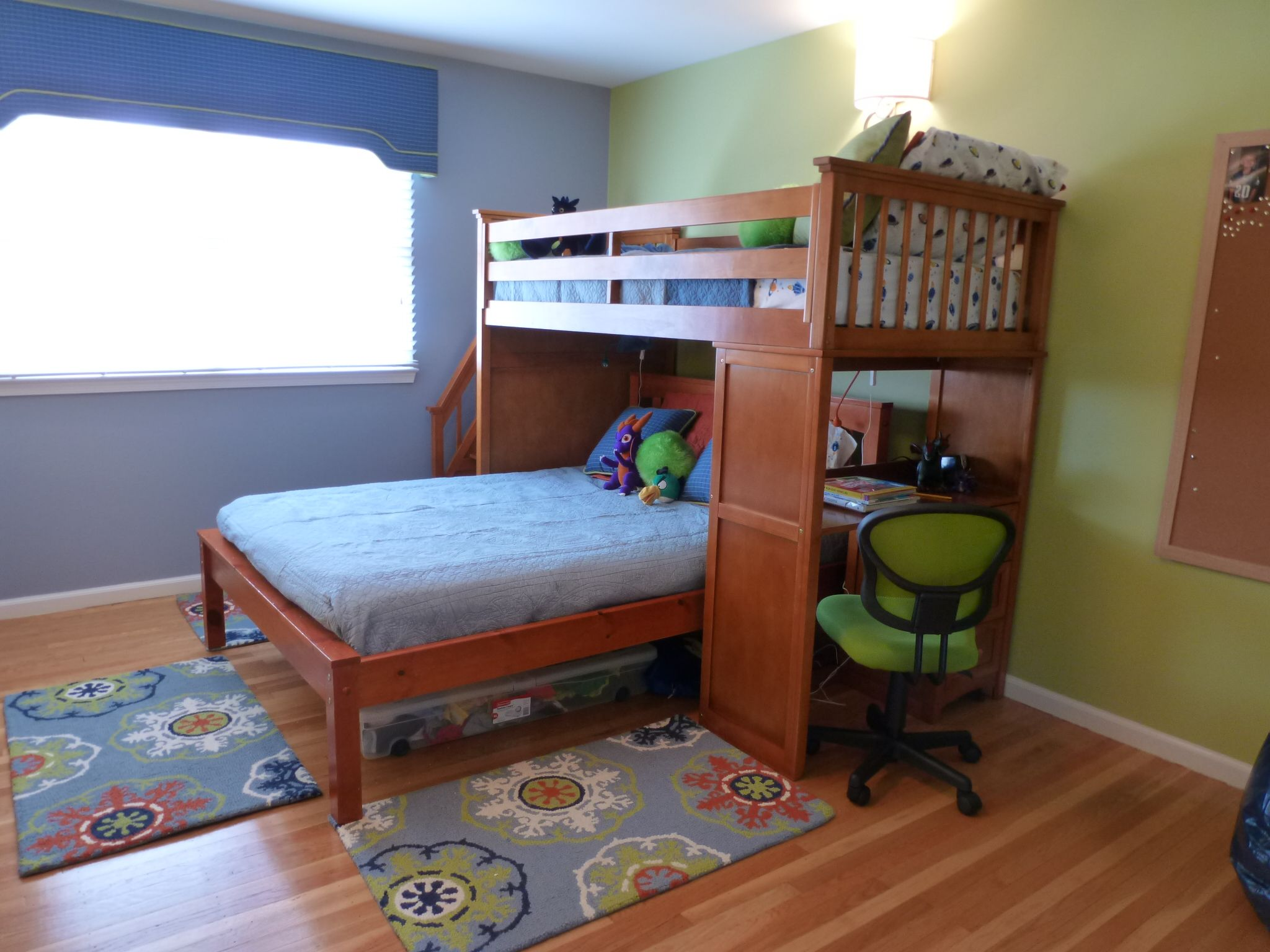 A little boyus room with loft bed in Blue u Green I like the idea