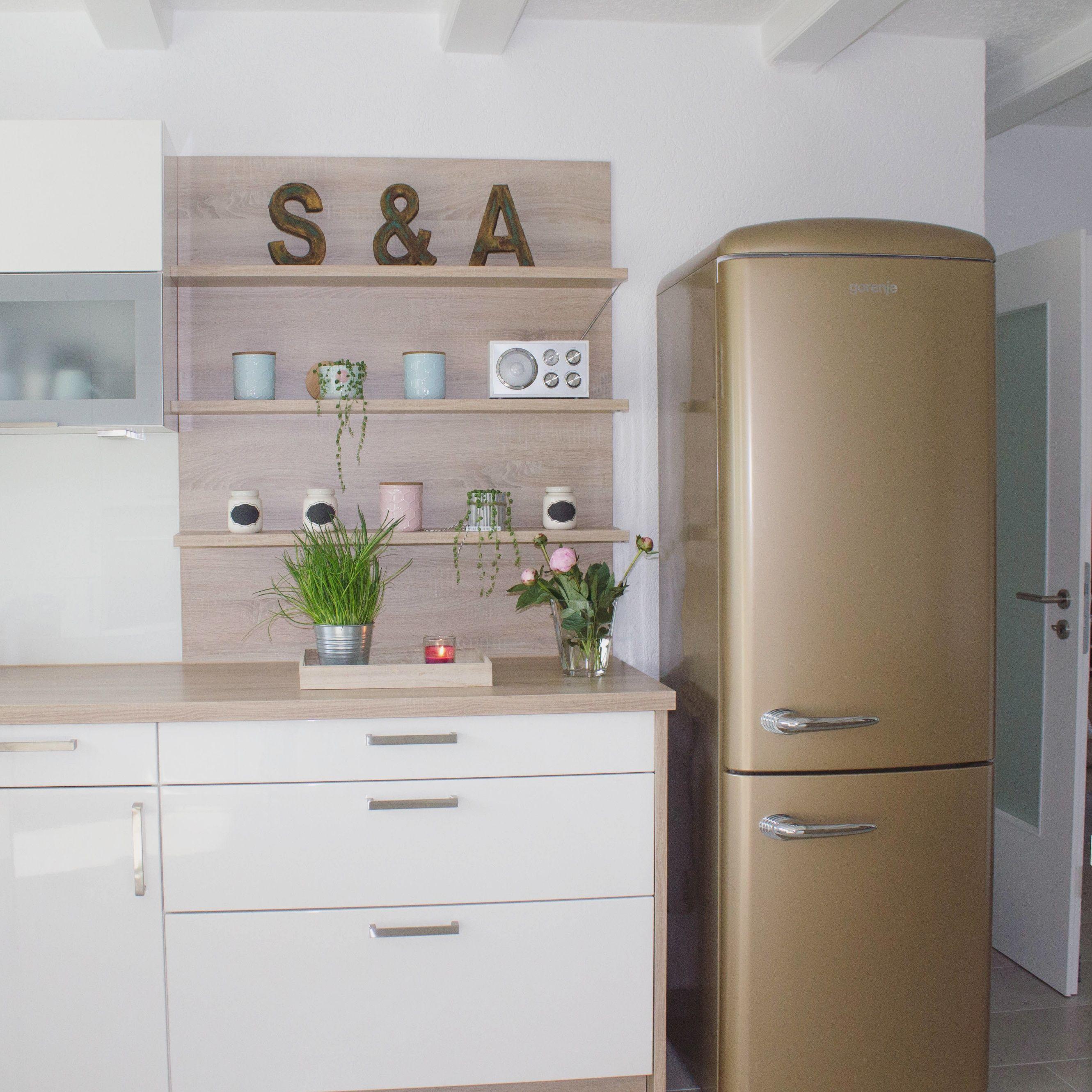 Küche Kitchen Kitchendetails Küchendetails Kochen Wohnen Living Dekorieren  Home Kühlschrank Gorenje Smeg Retro