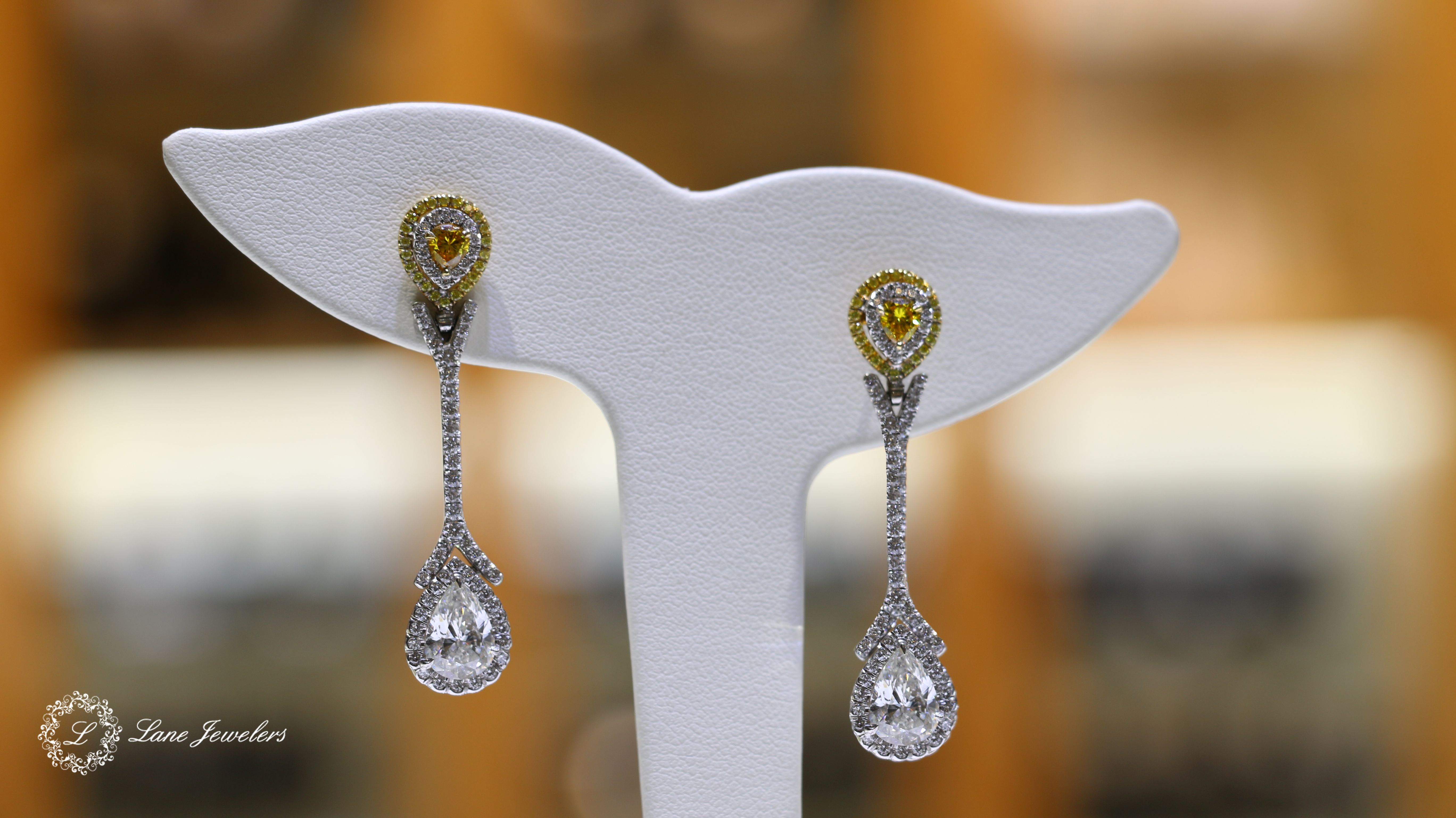 Beautiful Diamond Earrings With Diamond and Yellow Diamond