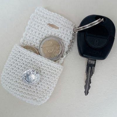 Photo of Eins, zwei, fix – ist eine gehäkelte Minitasche – handgefertigt von kW