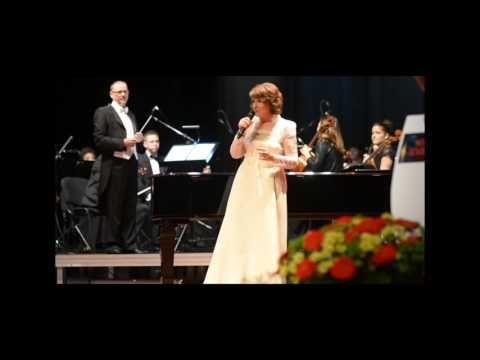 Halina Frąckowiak śpiewa podczas Gali rozdania Włóczni Jaćwingów 2015 w ...