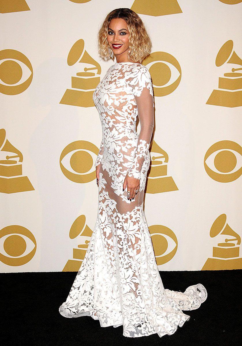 Beyonce en un look de Michael Costello, en la 56 entrega de los premios Grammy