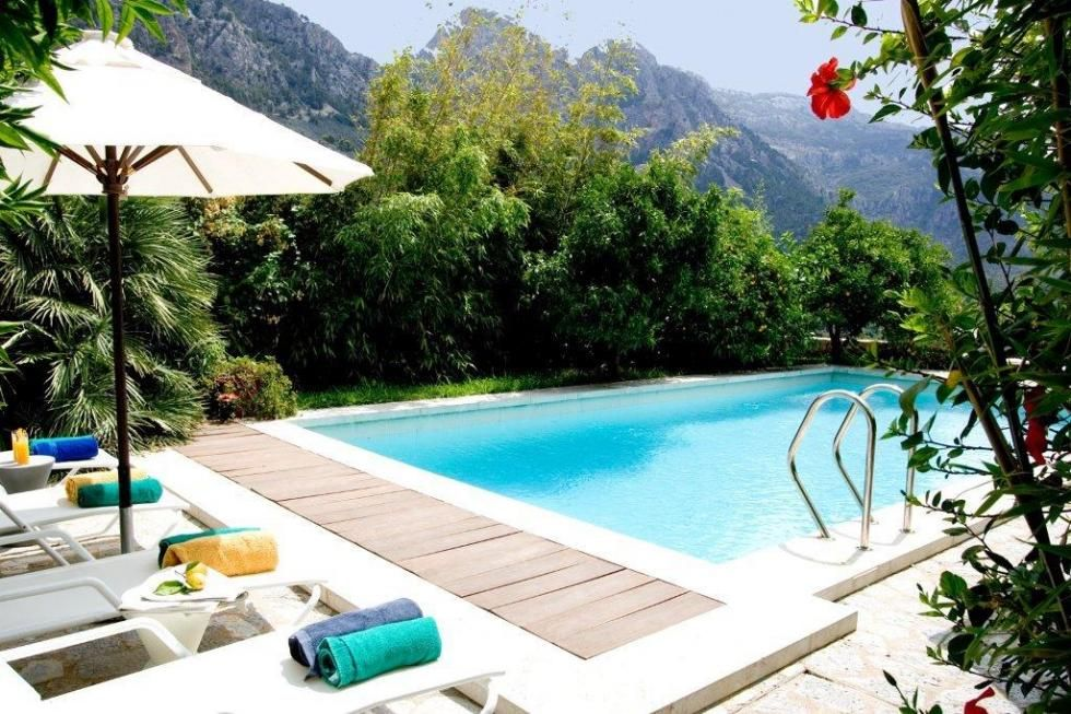 In Majorca there is a place where the mountains meet the Mediterranean Sea: the Sierra de Tramuntana mountains, in the northwest of the island.  Majorca don't need a presentation. Come and enjoy one of the most famous island in the world in Boutique Hotel Can Verdera.