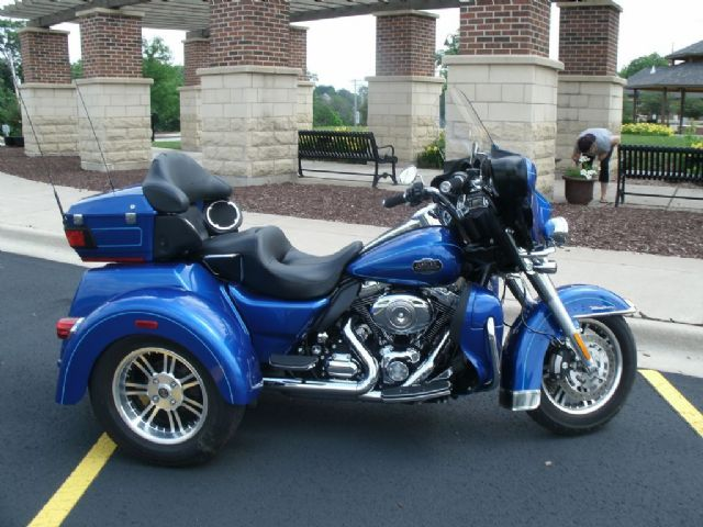 2010 Harley Davidson Flhtcutg Triglide Ultra Classic Trike Flame Blue Pearl 4 443 Miles For Touring Motorcycles Motorcycles For Sale Harley Davidson Trike