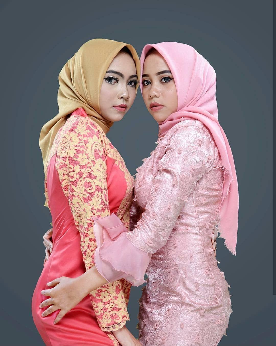 Lesbian Arab How To Kiss Cute Lesbian Kissing Each Other