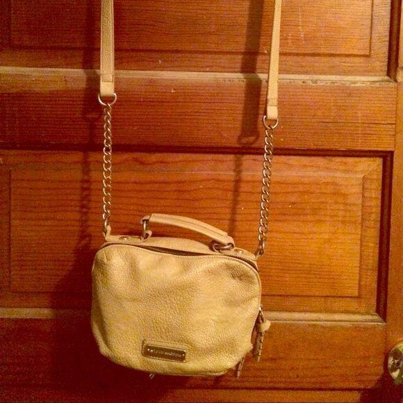 Steve Madden- cross body purse In great condition Steve Madden Bags Crossbody Bags