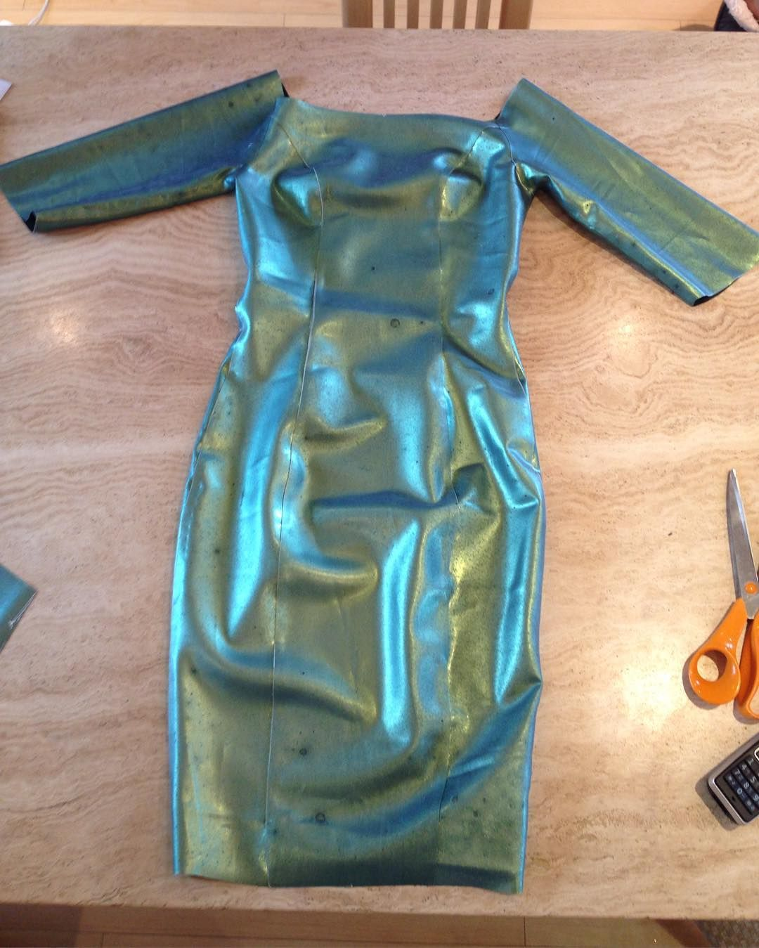 2d9787b5ea Excited about this green gold blue colour change off the shoulder dress  I've just made. #yummygummylatex #yummygummy #latex #colourchange  #pencildress ...