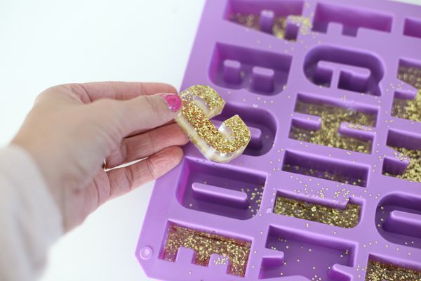 Photo of How to Make Resin Letters for Place Cards on Your Holiday Table