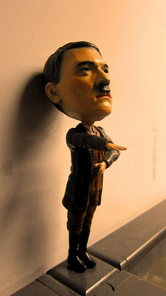 okay so heres a 3d printed adolf hitler bobblehead and just to be clear