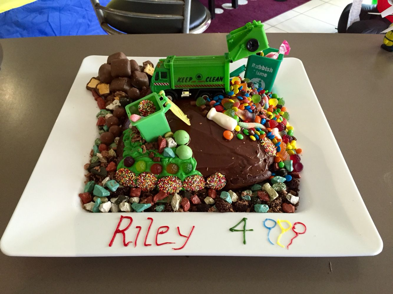 Prime Rileys 4Th Birthday Garbage Truck Cake With Images Truck Personalised Birthday Cards Veneteletsinfo