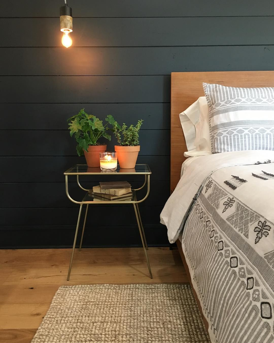 15 Black Shiplap Ideas How To Style The Black Shiplap Trend Shiplap Bedroom Home Decor Bedroom Home Bedroom