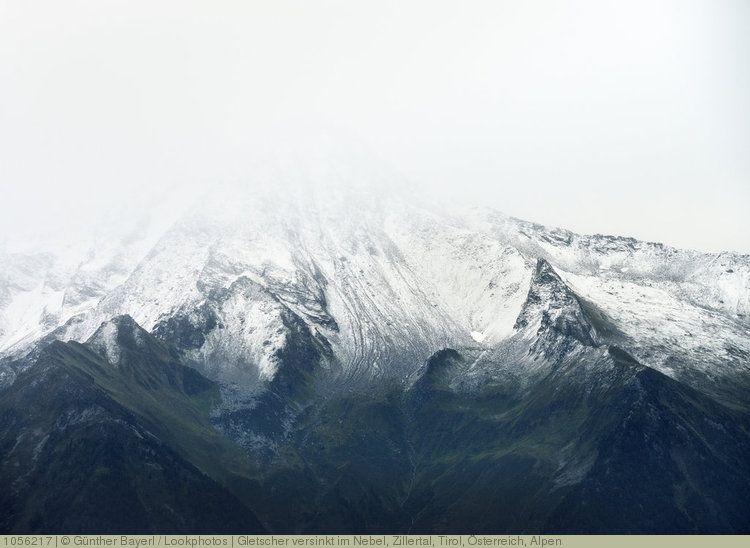 Gletscher Versinkt Im Nebel Zillertal Tirol Osterreich Alpen