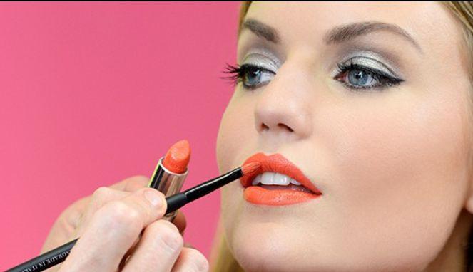 Bagaimana Cara Memakai Lipstik Yang Benar Agar Warna