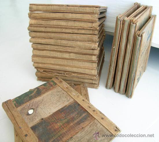 tapas men y vinos restaurante con maderas antiguas cajas fruta y tela saco