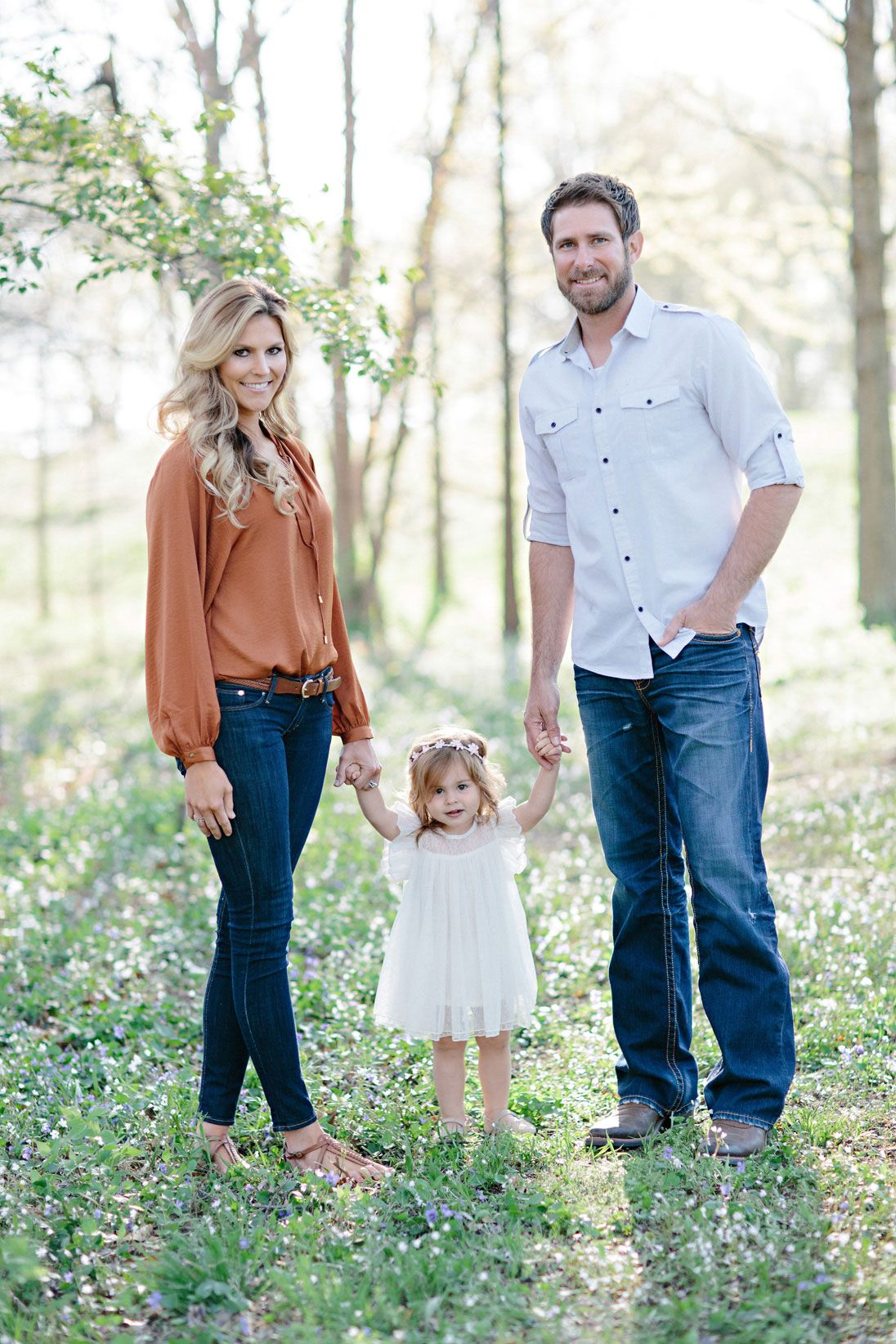 Fall Family Photo Ideas What To Wear Live the settin...